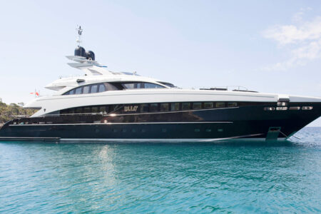 Luxury yacht Charter in Dubai